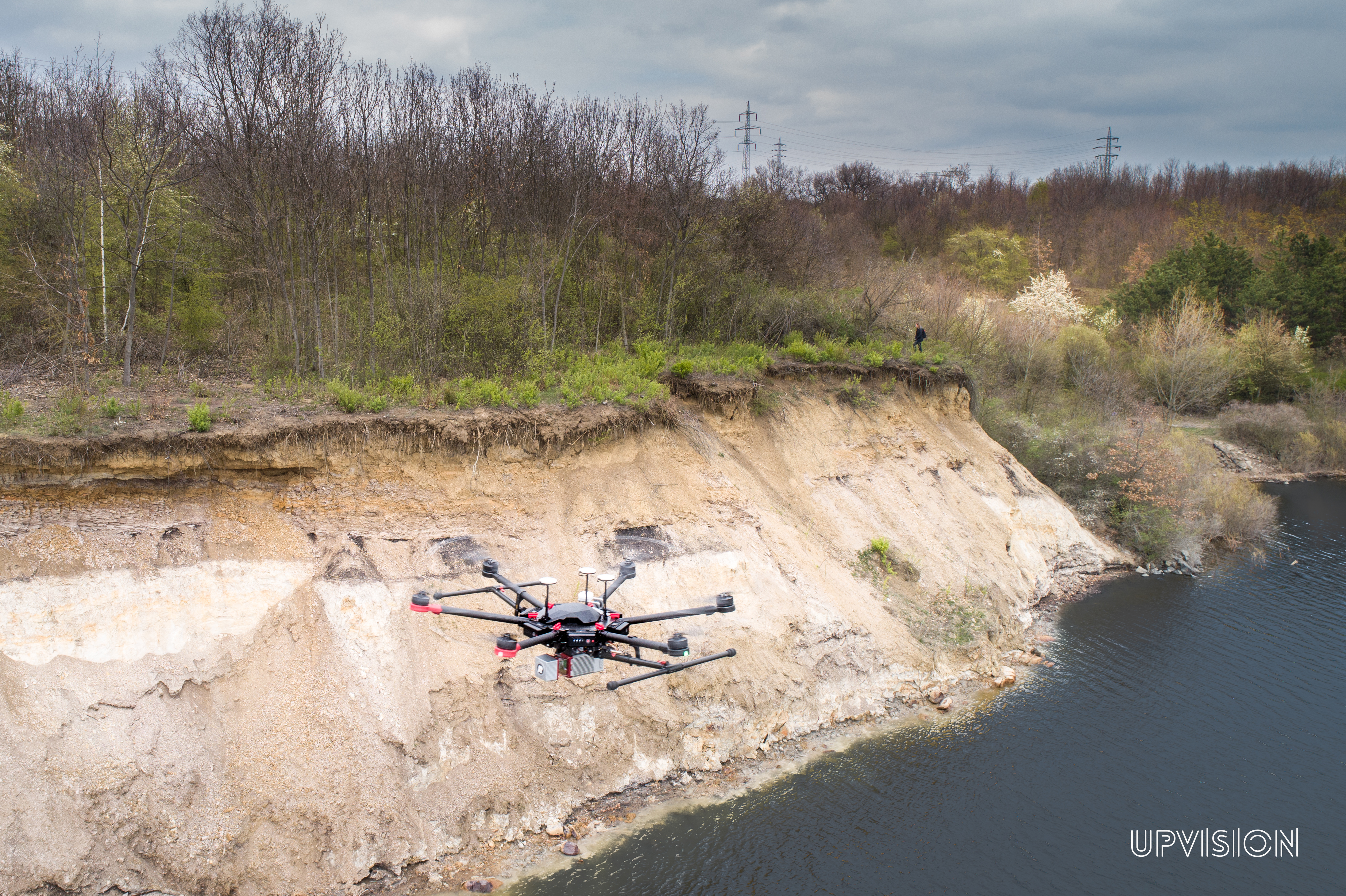 Skenujeme z LiDARu na dronu přehradní hráze ohrožené sesuvy