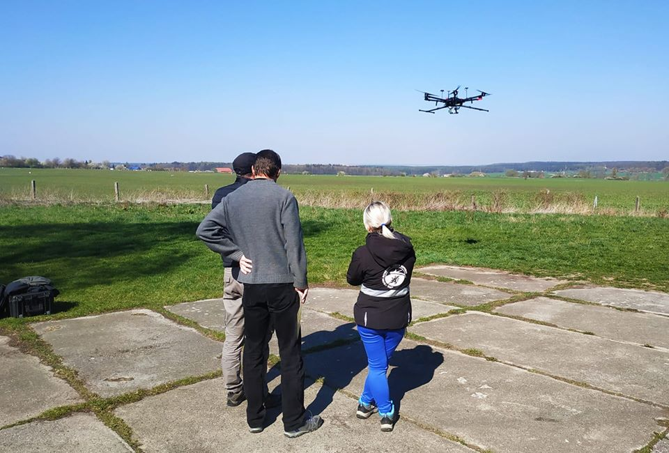 Přezkoušení pilotů z Univerzity Karlovy pod naším dohledem a výcvikem