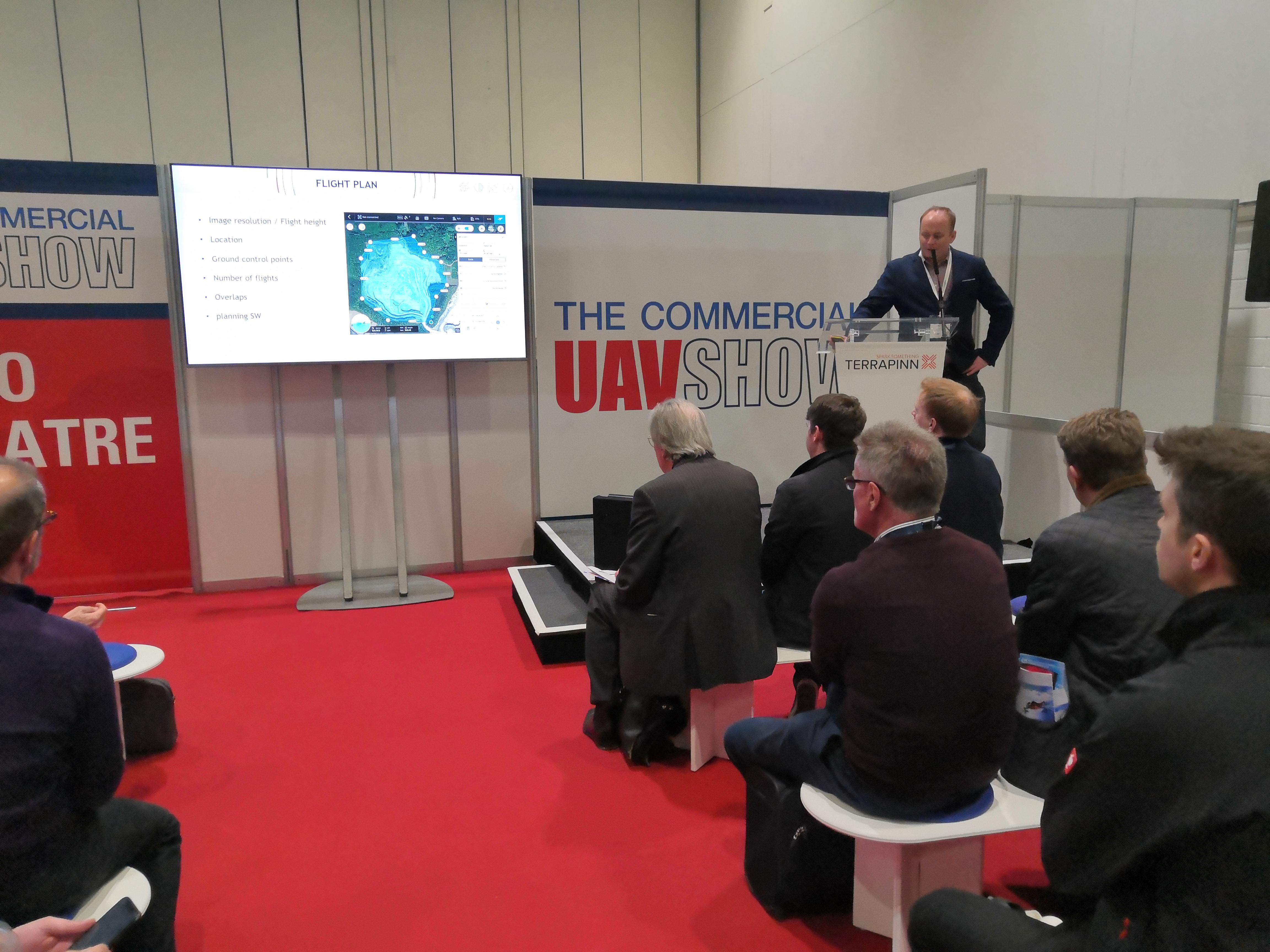 Jakub měl na pozvání v Londýně na Commercial UAV Show 2019 přednášku a vedl kulatý stůl k UTM