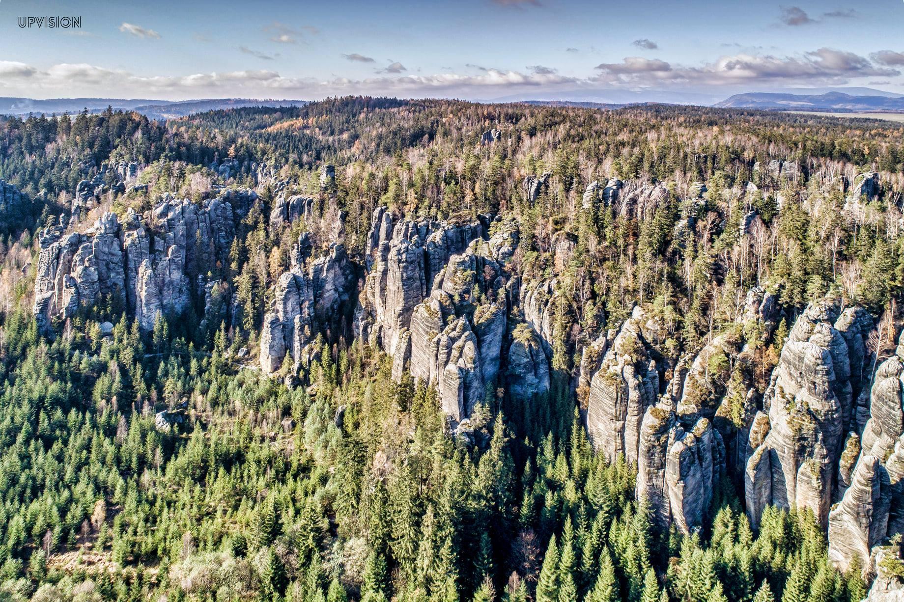 Létáme a skenujeme s Univerzitou Karlovou v Adršpašsko-teplických skalách